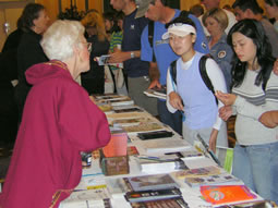 An ACVB volunteer answers questions for visiting runners.